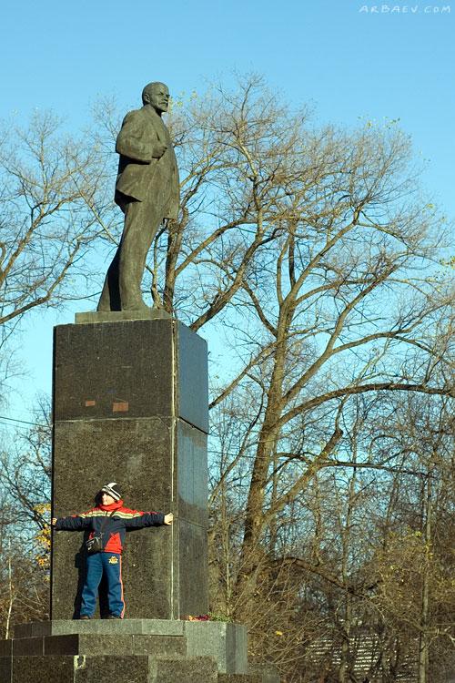 Мальчик с Лениным