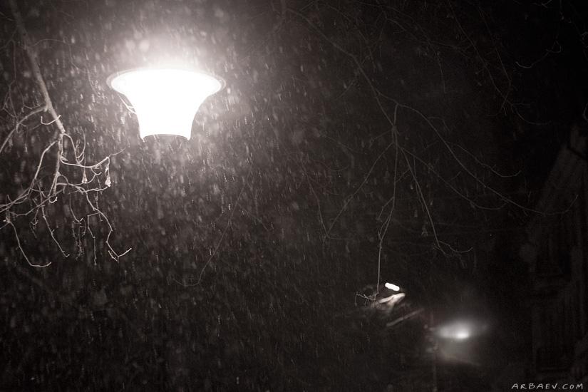 Снег, фонарь