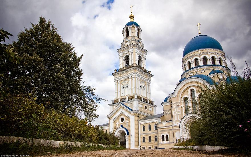 Собор Успения Пресвятой Богородицы в селе Льва Толстого