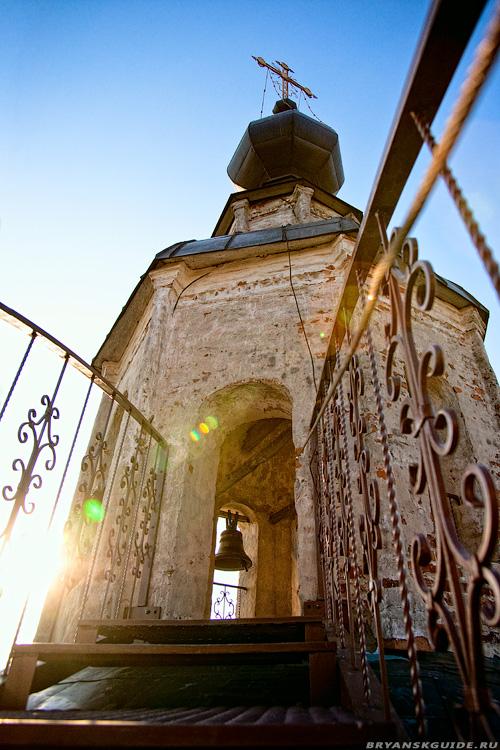 Церковь Воскресения Христова на Бережке